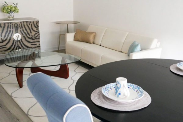 Jewish Senior Living Apartments - The Selfhelp Home Chicago - Living and dining room