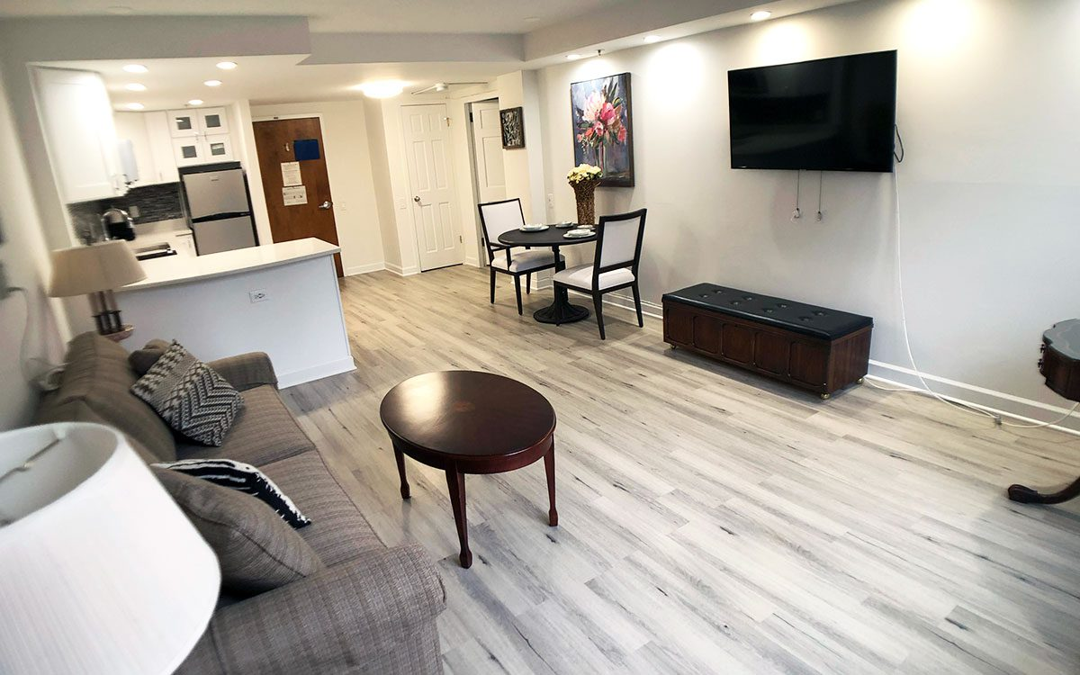 Jewish Senior Living Apartments - The Selfhelp Home Chicago - Living Room